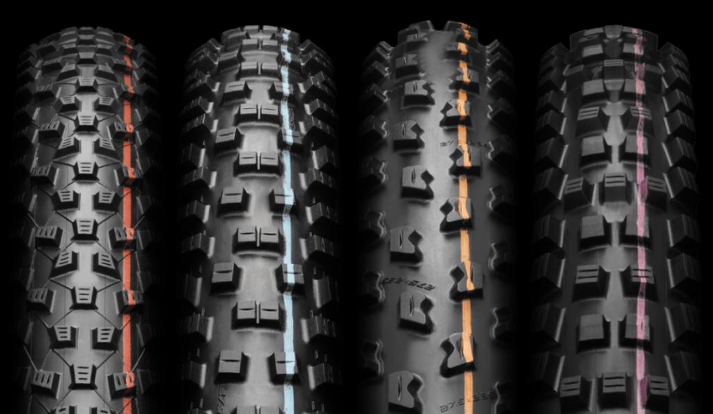 Fyra olika MTB däck med olika ADDIX färgrand