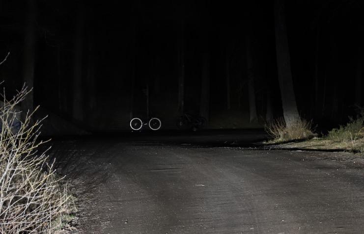 cykel i mörkret
