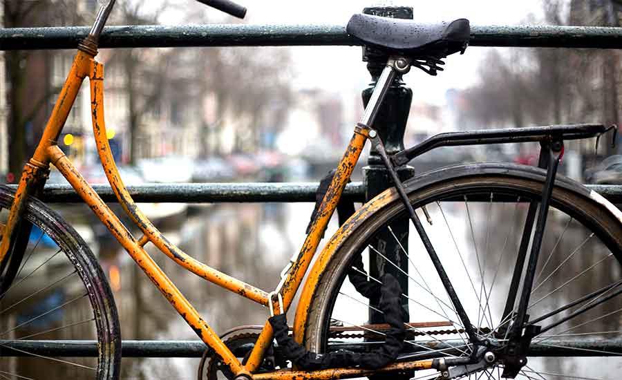 enkel cykel med dåligt lås