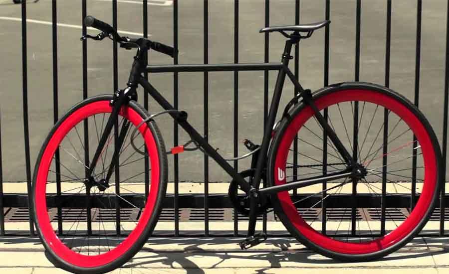 cykel med låsvajer