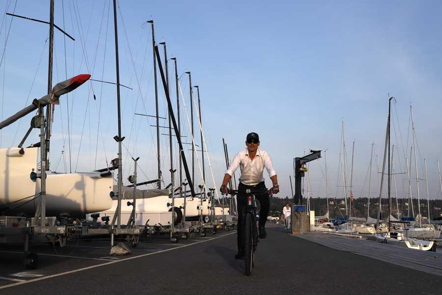 cyklist på asfalt