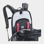 Cykelryggsäck med ryggskydd EVOC FR Trail Unlimited Black/White, förberedd för vätskebehållare, 20 liter, Medium/Large