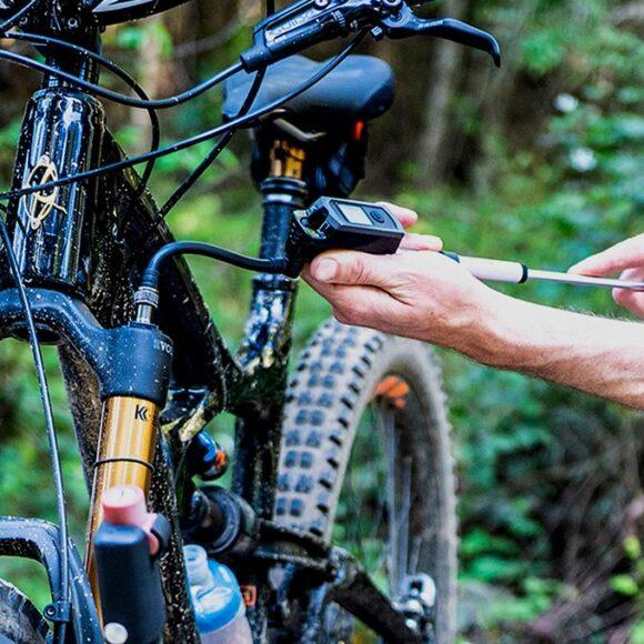 Dämparpump Blackburn Honest Digital Shock, med digital tryckmätare (manometer)