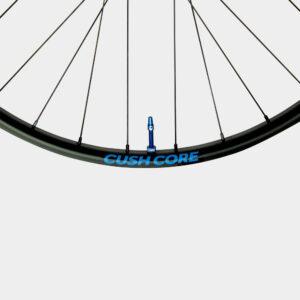 Tubelessventil CushCore Tubeless Presta Valve Set 44 mm, aluminium, 2-pack, blå + ventilkärneverktyg